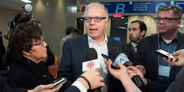 Jean-François Lisée dès son arrivée à la conférence nationale des présidentes et des présidents du PQ, le 17 novembre 2018, à Montréal.