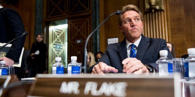 Le sénateur républicain Jeff Flake demande des primaires face à Donald