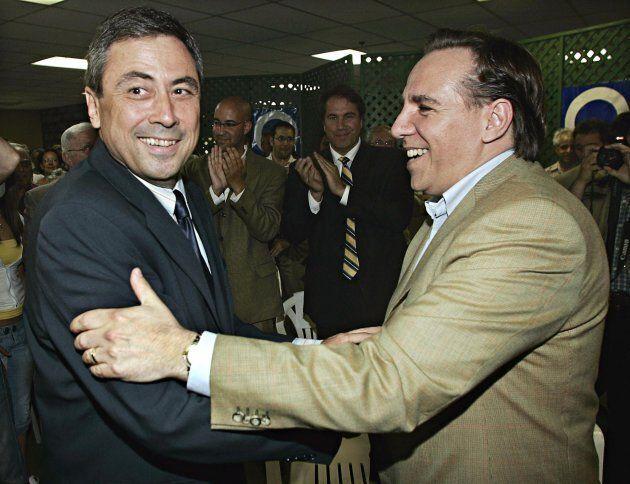 Richard Legendre et François Legault lorsque M. Legendre a annoncé qu'il se lançait dans la course à...