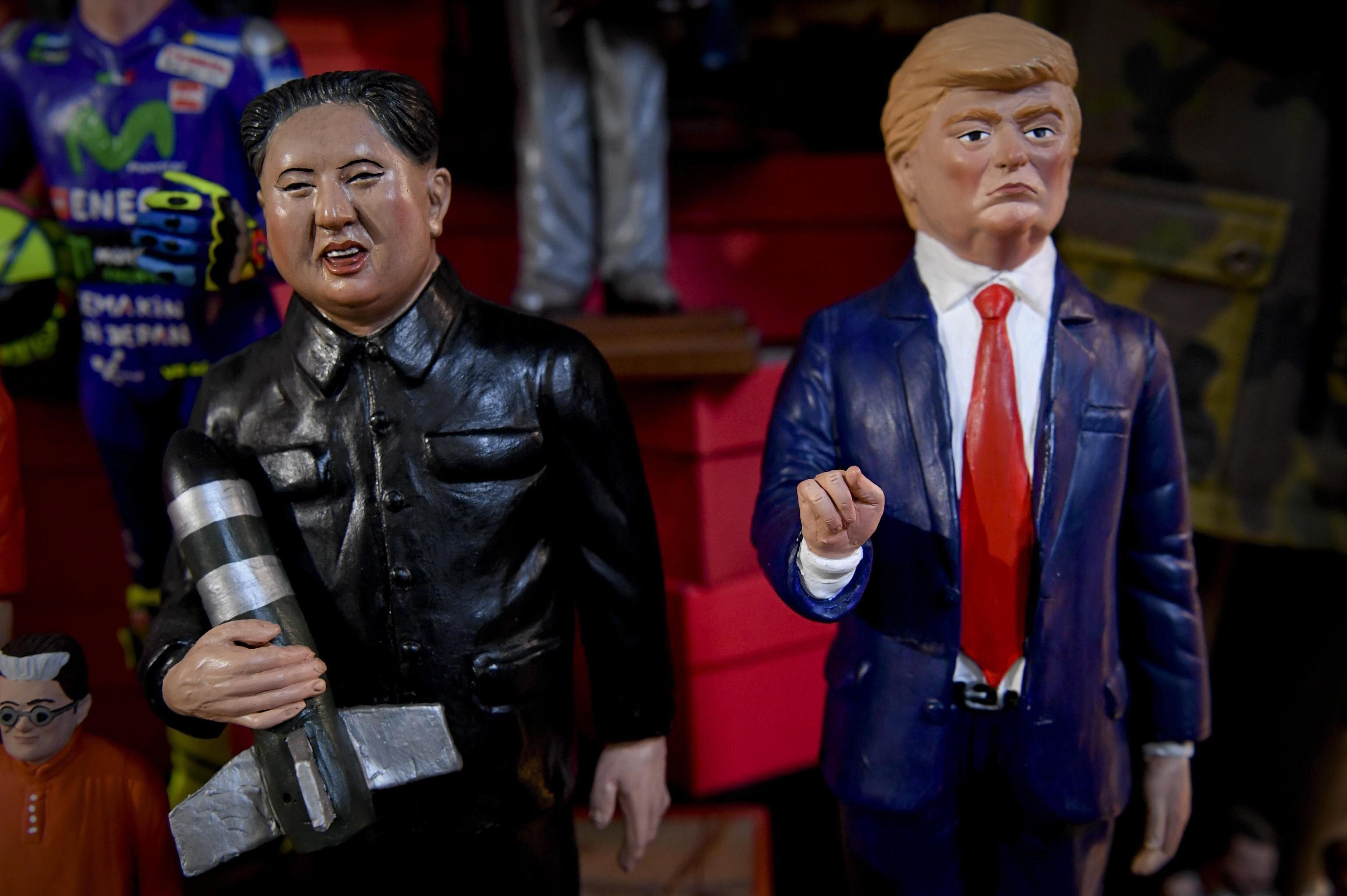 北朝鮮の金正恩朝鮮労働党委員長とアメリカのトランプ大統領の人形