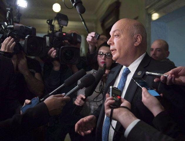 L'ex-ministre Robert Poëti a causé la surprise en annonçant son départ de la vie politique, le 30 mai dernier.