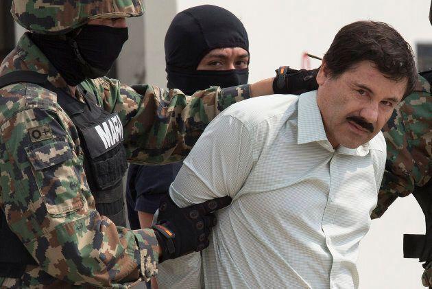 Le trafiquant de drogues Joaquin «El Chapo» Guzman sous escorte policière le 22 février 2014 à