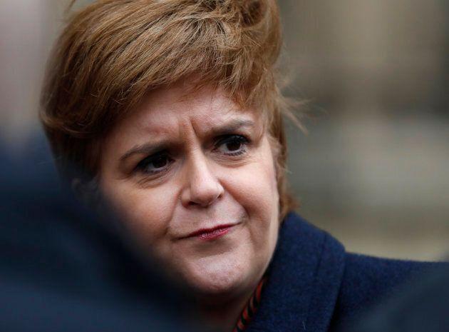 La première ministre d'Écosse, Nicola Sturgeon, s'adresse aux médias à Londres, en janvier