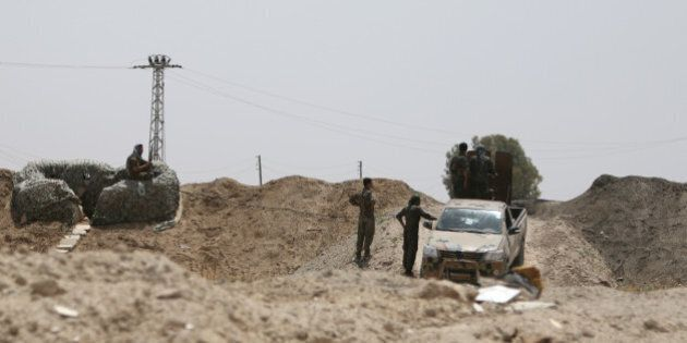 Fighters of the Syria Democratic Forces take positions in northern province of Raqqa, Syria May 27, 2016....