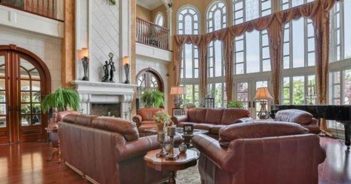 Un spacieux manoir à 7 millions $ en vente à Candiac, en ...