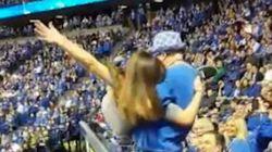 Cette jeune fille va regretter d'avoir dansé pendant ce match!