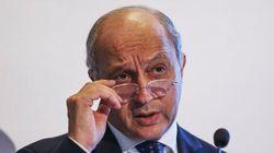 Le ministre français des Affaires étrangères Laurent Fabius quitte