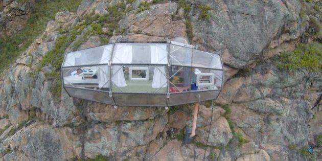 Hôtel insolite: vous pourrez dormir dans une chambre en verre au dessus du vide