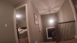 Cet enfant joue à cache-cache avec une GoPro sur la tête