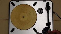 Il a transformé une tortilla en disque vinyle et ça marche (très mal)