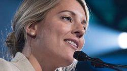 Radio-Canada: Mulcair exhorte Joly à respecter sa
