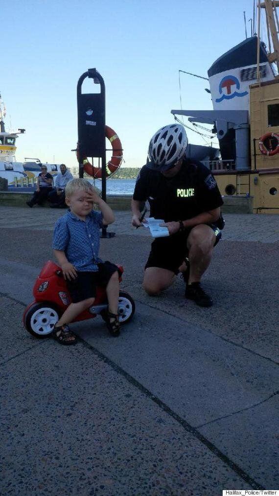 Contravention à un motocycliste de 3 ans à Halifax: un succès sur les médias