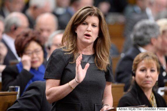 Rona Ambrose et son caucus conservateur rejettent la motion pour l'équité salariale du