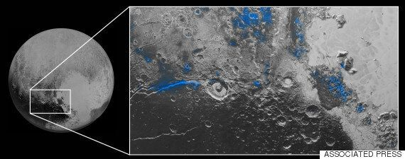 Pluton: un ciel bleu et des plaques de