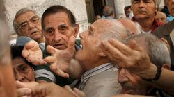 Grèce: les retraités se ruent dans les banques pour retirer 120 euros