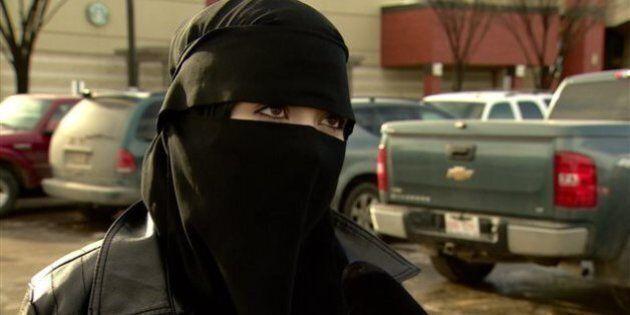 Un propriétaire de magasin à Edmonton affirme avoir une politique « antivoile