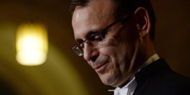 Projet de loi syndical: les conservateurs défient le président du Sénat, Leo