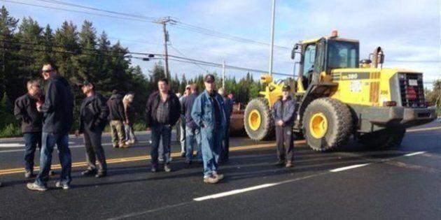 Construction : les manifestants cessent de bloquer un tronçon de la route 138 à