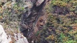 Un homme redécouvre un drôle de visage dans une montagne de Colombie-Britannique