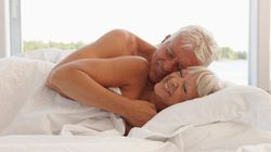 Le sexe risqué pour les hommes vieillissants, bon pour les femmes plus