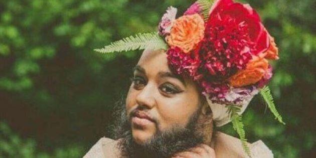 En robe de mariée, la jeune Anglaise barbue Harnaam Kaur a beaucoup à nous