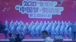 Une scène s'effondre sous 80 chanteurs en Chine