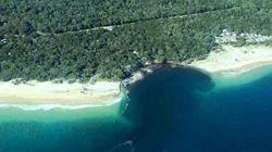 Une plage s'effondre sous les pieds des touristes