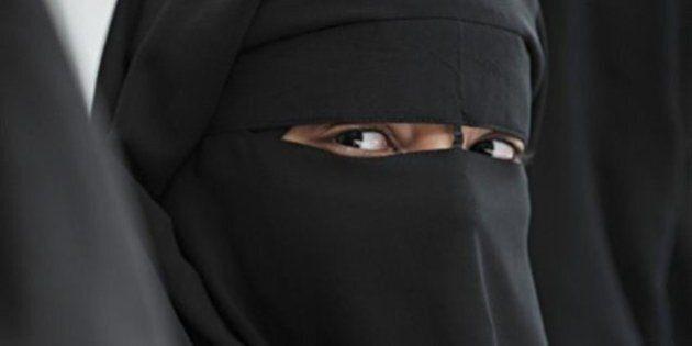 Une femme qui porte le niqab dit que le débat sur le voile nuit à sa