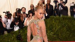 Beyoncé vole la vedette avec sa robe transparente au Gala du MET 2015