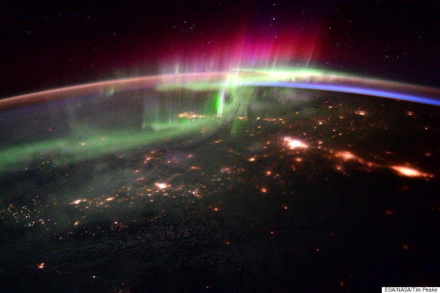 Une aurore boréale vue de l'espace, c'est un spectacle incroyable