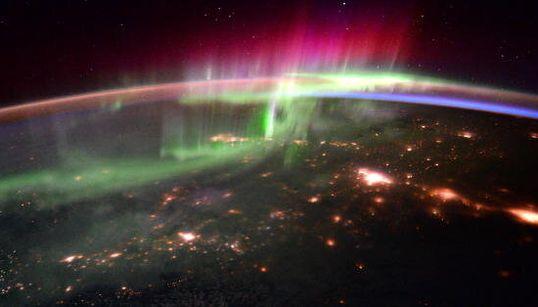Une aurore boréale vue de l'espace, c'est un spectacle