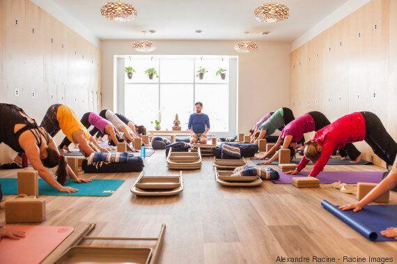 Le yoga mural pique la curiosité