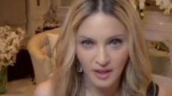 Madonna donne sa version du baiser avec