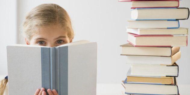 USA, New Jersey, Jersey City, Portrait of girl (8-9) reading