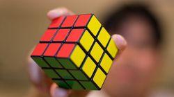 Ce robot résout le Cube Rubik en une petite
