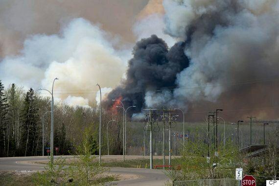 Un Albertain regarde sa maison brûler en direct sur son téléphone