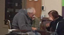L'émouvante photo de ce couple de 80 ans qui ne peut séjourner dans la même résidence