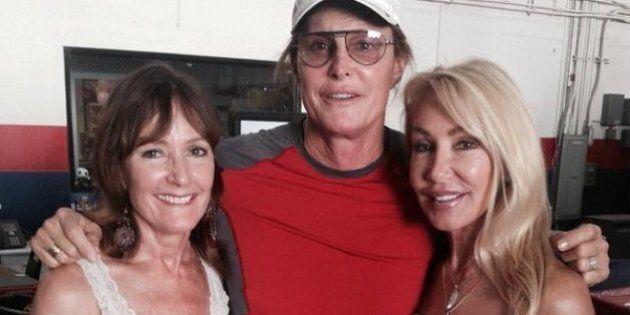 Bruce Jenner: ses ex-femmes posent avec lui en signe de