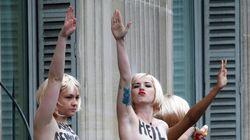 Les Femen s'invitent au défilé du