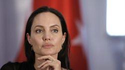 Angelina Jolie visite un camp de réfugiés