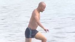 Un moine Shaolin réalise un exploit en courant 125 mètres sur l'eau