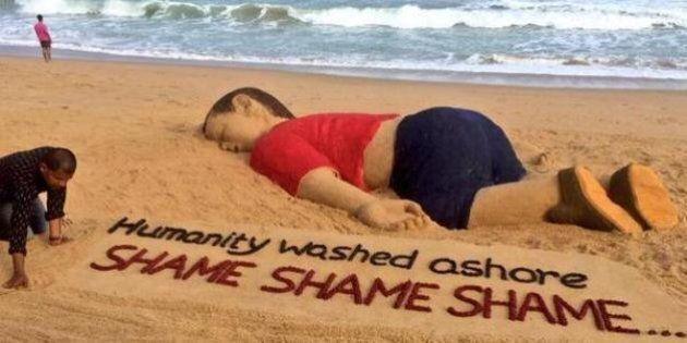 Sur une plage de Gaza, une statue de sable géante du petit