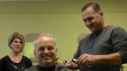 Mohammed Kurdi coupe les cheveux de son premier