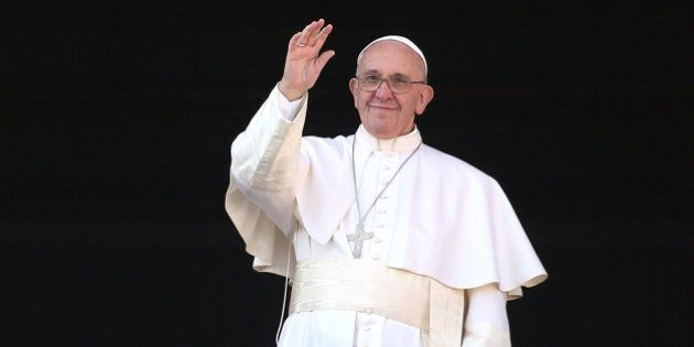 VATICAN CITY, VATICAN - DECEMBER 25: Pope Francis waves to the faithful as he delivers his 'Urbi et Orbi'...