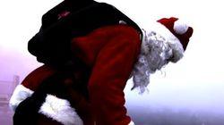 Le père Noël saute en parachute à Laval
