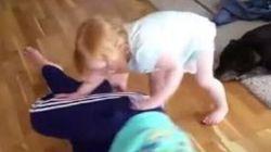 Cette petite fille vous apprend la position latérale de