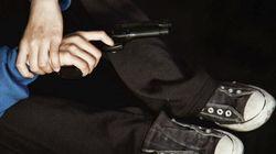 Un enfant trouve un pistolet sous le siège, tue sa mère au