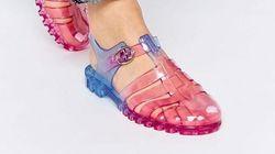 Le retour en force des sandales en plastique
