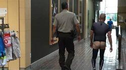 Un homme fesses nues au centre commercial de Dolbeau-Mistassini crée