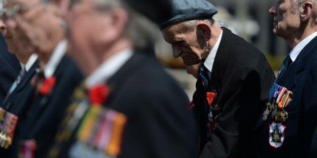 De très vieux vétérans défilent à Ottawa pour dire au monde: «N'oublions
